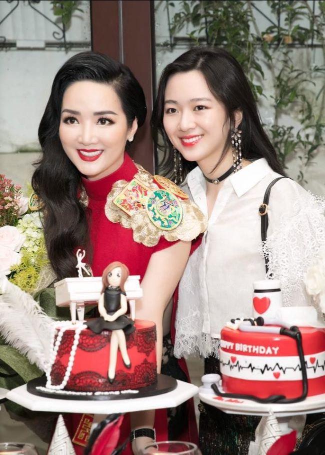 Dàn gái cưng đại gia Việt sang chảnh và tận hưởng xa hoa - 1