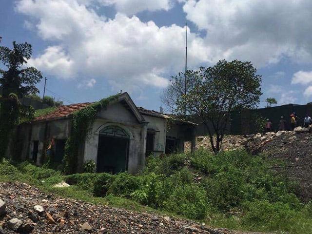 Tá hỏa phát hiện xác người đàn ông chết bí ẩn trong ngôi nhà hoang - 1