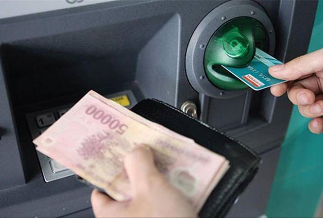 Tăng phí ATM nội mạng: Vì sao 'ông lớn' ngân hàng bị tuýt còi? - 1