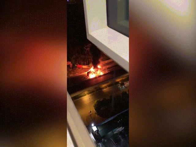 Hà Nội: Húc đuôi xe container, ô tô khách 47 chỗ cháy trơ khung