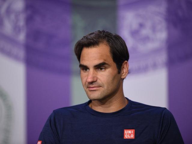 """Không tưởng Wimbledon: Federer bị """"ngược đãi"""", triệu fan phẫn nộ"""