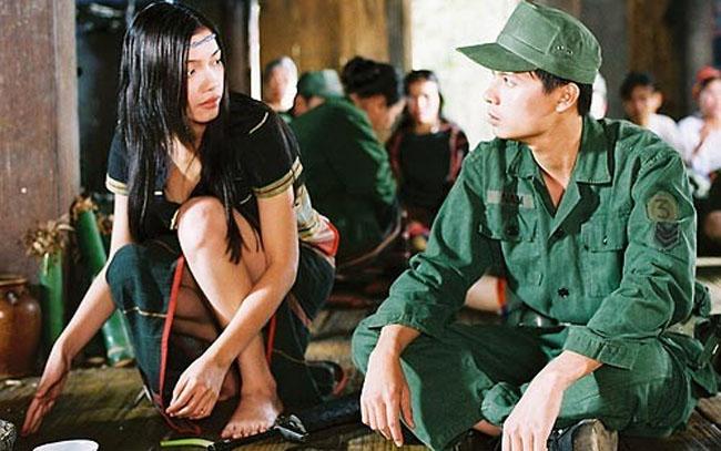 """Bộ phim """"Trung uý"""" của đạo diễn Hà Sơn từng được ra mắt tại LHP Quốc tế Việt Nam 2010 và nhận được nhiều lời khen từ giới chuyên môn, nhưng khi được công chiếu trong nước, cả ekip lại khá lao đao và mất tới 3 năm chỉnh sửa vì có nhiều cảnh nóng."""