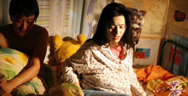 """Dù được khen trên đất khách, nhưng bộ phim của """"nữ hoàng thị phi"""" lại bị cấm chiếu tại quê nhà Trung Quốc vì có quá nhiều cảnh nóng trần trụi. Thậm chí, nhiều khán giả còn lên tiếng chỉ trích Phạm Băng Băng đã làm mất đi vẻ đoan trang, hiền thục của người phụ nữ Châu Á."""