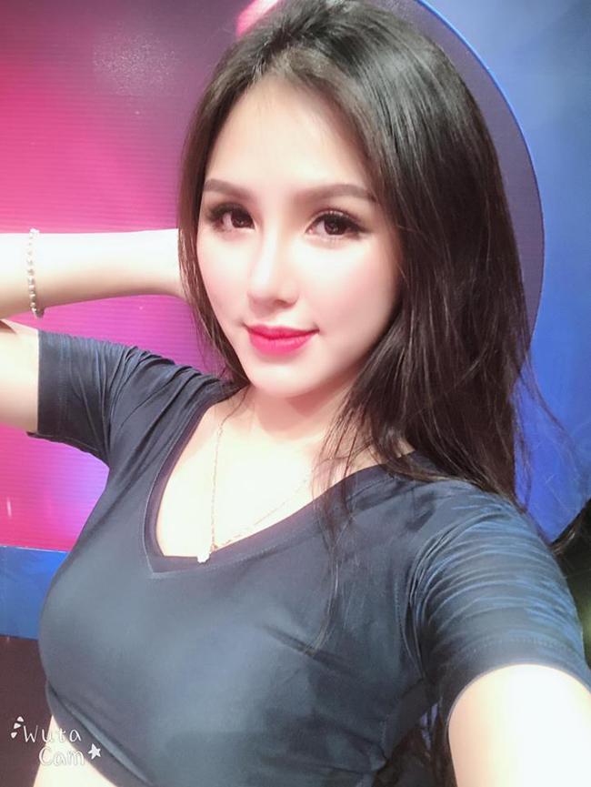 Đặng Thị Ngân (sinh năm 1996, sống tại Hà Nội) hiện là sinh viên khoa Báo ảnh, trường Học viện Báo chí và Tuyên truyền.