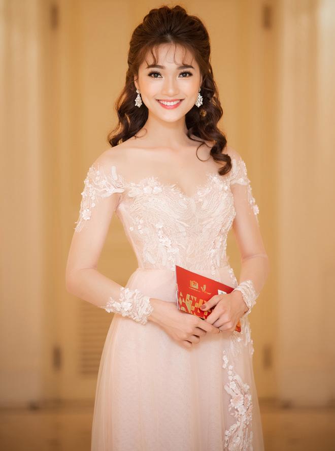 """""""Gương mặt đẹp nhất Hoa hậu Hoàn vũ"""" thi Hoa hậu Việt Nam - 1"""