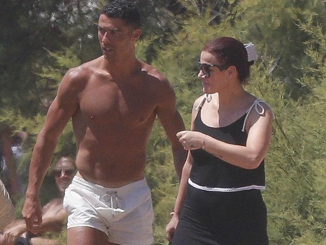 Bóng đá - Ronaldo đến Juventus lương 2,5 tỷ VNĐ/ngày đang ăn chơi ở đâu?