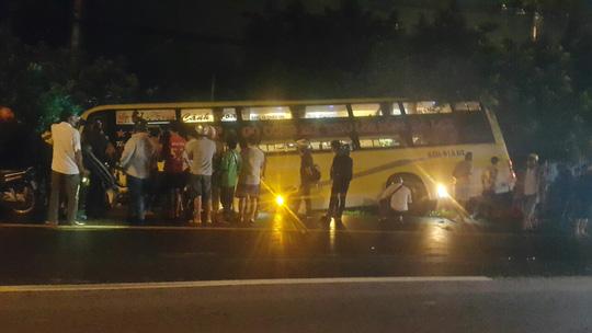Tai nạn xe giường nằm kinh hoàng ở Long An - 1