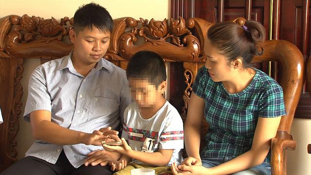 Vụ trao nhầm con ở Ba Vì: Tấm ảnh trên Facebook tiết lộ mối nghi ngờ - 1