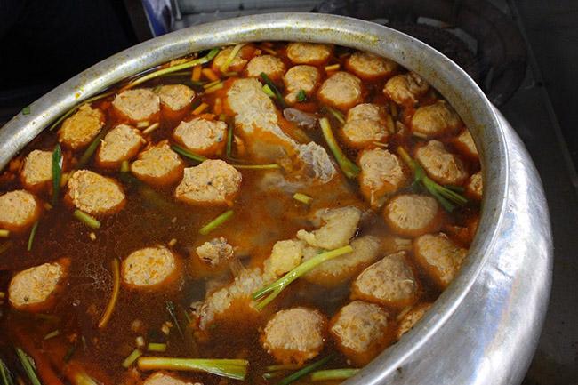 """""""Điểm mặt"""" quán bún bò Huế nổi tiếng, có thâm niên lâu đời ở Sài Gòn - 1"""