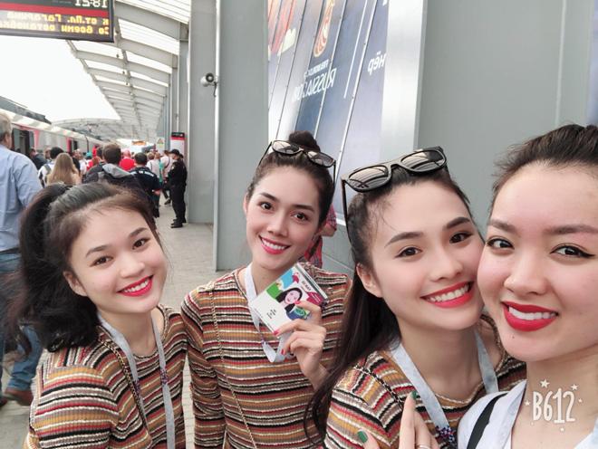 4 cô gái Việt sang tận Nga xem Pháp-Croatia đá chung kết World Cup 2018 - 1