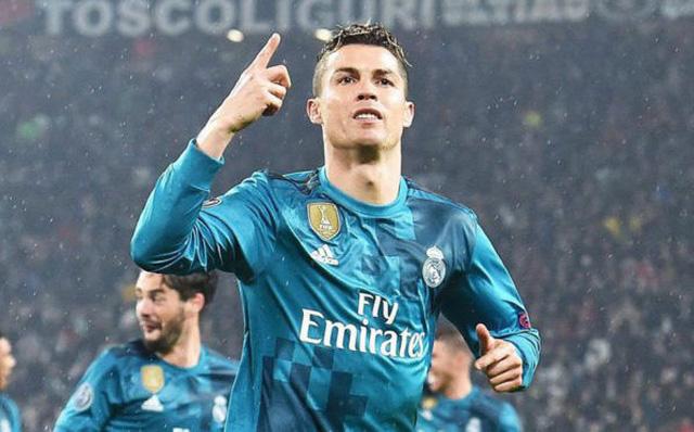 """Người đẹp """"trù ếm"""" Ronaldo vì được hưởng lương khủng 800 tỷ/năm - 1"""
