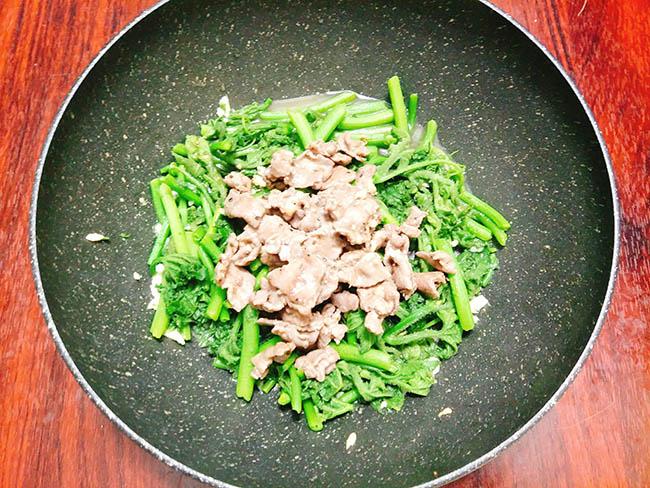Bật mí công thức làm rau bí xào thịt bò chuẩn vị, không bị xơ và dai - 6