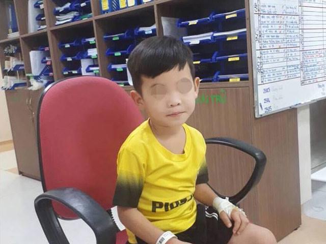 Bác sĩ sốc vì bé trai táo bón hơn 5 năm, đại tràng ứ đọng gần 3kg phân