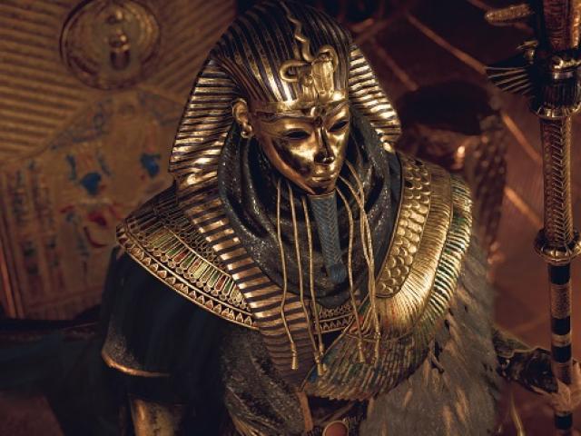 """Lo sợ """"lời nguyền pharaoh"""" khi mở quan tài 2.000 năm ở Ai Cập"""