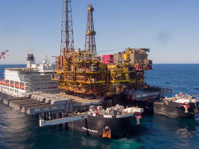Cận cảnh siêu tàu nặng một triệu tấn có thể ôm trọn cả giàn khoan dầu