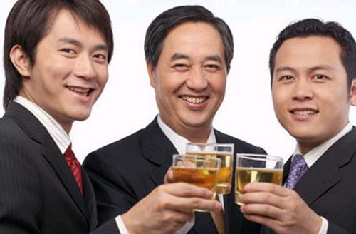 """Bí quyết """"vàng"""" giúp nam giới yên tâm uống rượu bia - 1"""