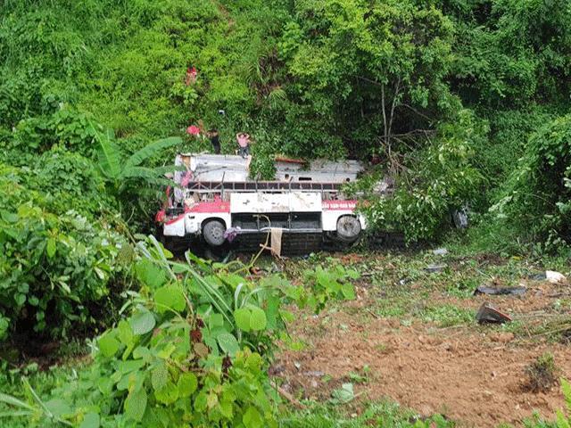 Hiện trường kinh hoàng vụ xe khách lao xuống vực sâu ở Cao Bằng