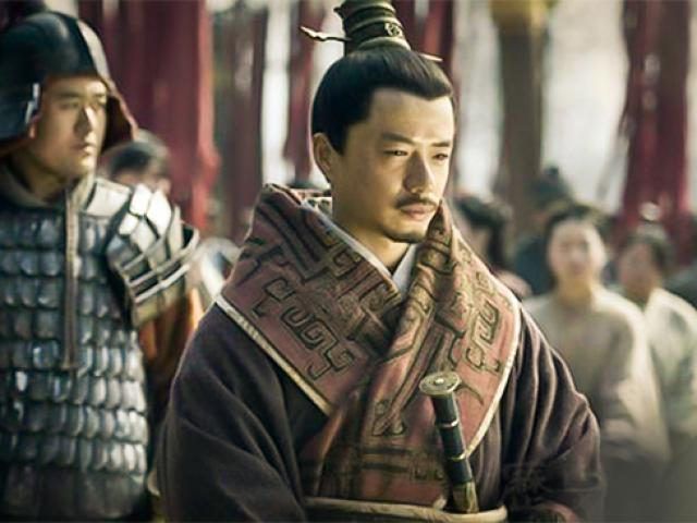 """Vì sao Lưu Bang quyết diệt trừ bằng được """"chiến thần"""" Hàn Tín?"""