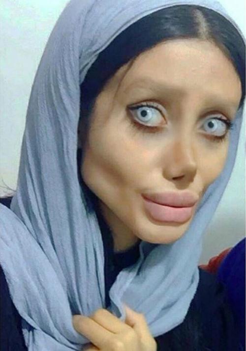 """""""Angelina Jolie lỗi"""" từng gây chấn động vì quá kỳ dị vừa lộ mặt thật - 1"""