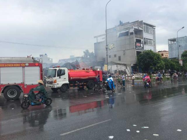 Cháy chợ Gạo ở Hưng Yên: Nghẹt thở phá cửa cứu 2 cháu bé