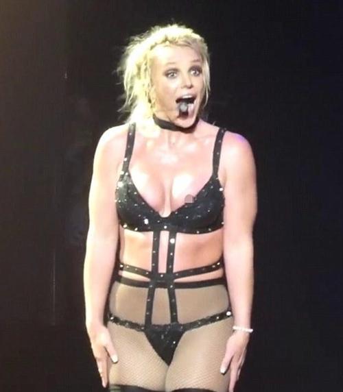 Đồ diễn lộng lẫy của Britney Spears - 1