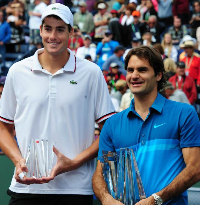 """""""Người ngoài hành tinh"""" Federer: Khổng lồ 2m08 cũng phải sợ một phép - 1"""