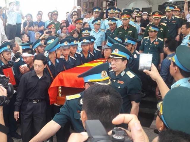 Nghẹn ngào lễ viếng, truy điệu 2 phi công Su-22U hy sinh ở Nghệ An