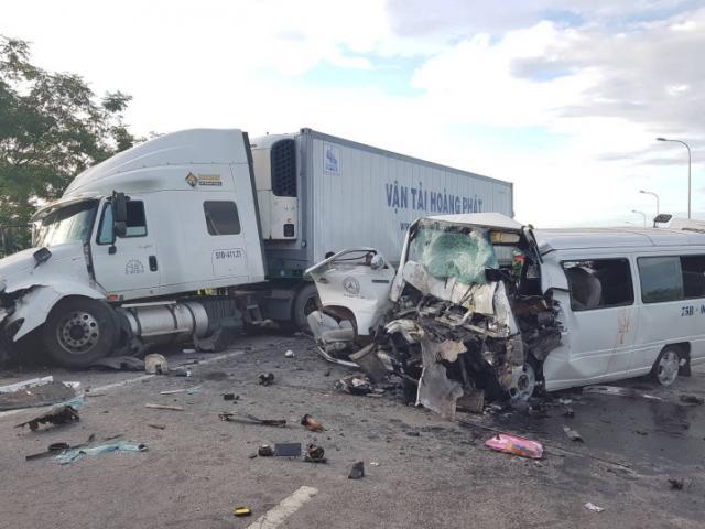 Ô tô 16 chỗ trên đường rước dâu gặp nạn, 13 người tử vong