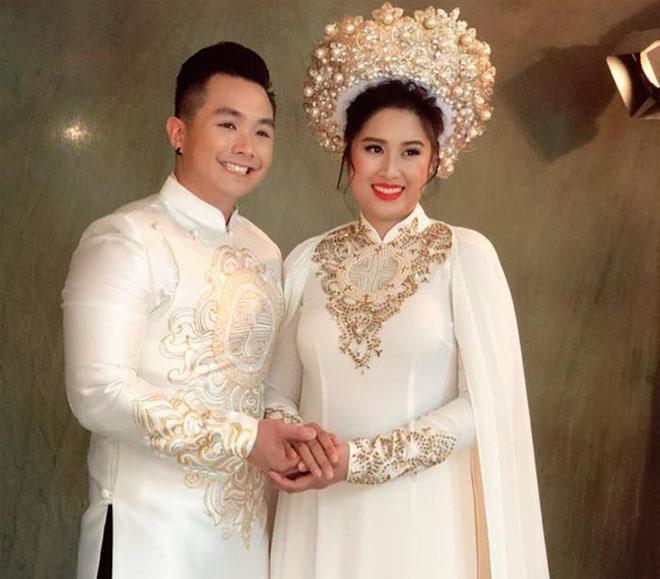 Vợ chồng con gái NSND Hồng Vân về nước tổ chức tiệc báo hỷ - 1