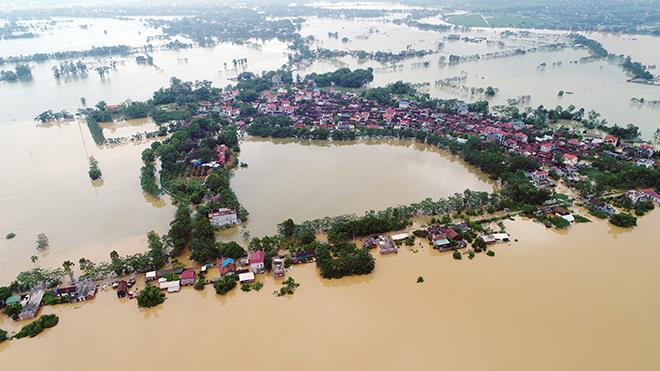Chạy lụt trong đêm: Người dân Chương Mỹ dò dẫm thoát dòng nước xiết - 1