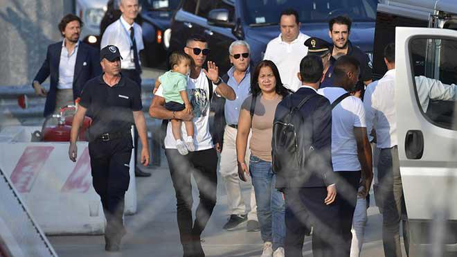 Serie A bùng nổ vì Ronaldo: Vé xem CR7 đá trình làng tăng 700% - 1