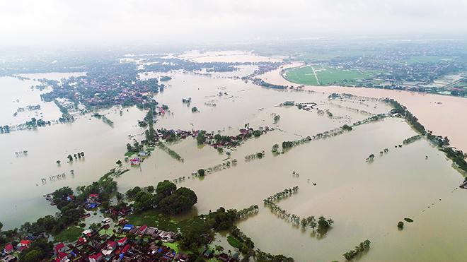 Toàn cảnh ngập lụt kinh hoàng ở Chương Mỹ nhìn từ flycam - 1