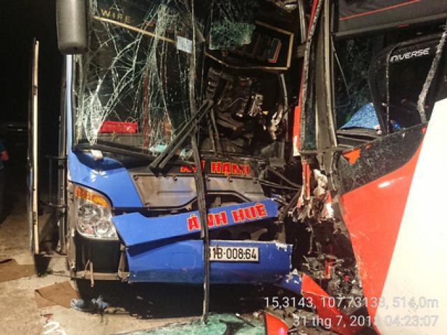 Quảng Nam: Hai xe khách giường nằm đối đầu trên đèo Lò Xo