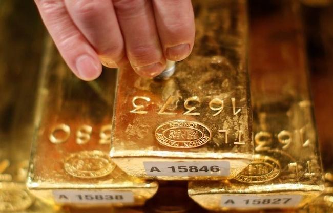 Giá vàng hôm nay 1/8: Vàng bất ngờ tăng trước giờ G - 1