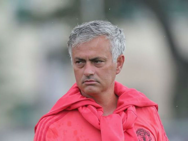 Chuyển nhượng MU: Thâm hụt 302 triệu bảng vì Mourinho