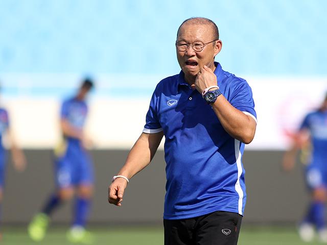 """U23 Việt Nam: HLV Park Hang Seo """"nóng mặt"""" ở sân Mỹ Đình"""