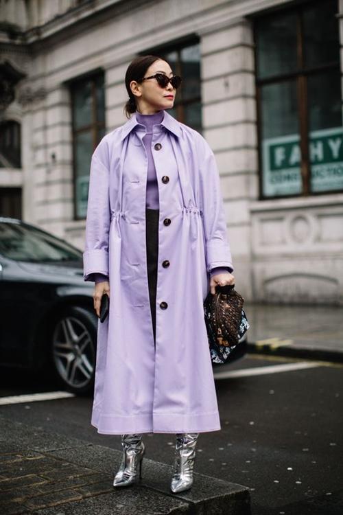 3 kiểu áo đi mưa sành điệu cho ngày ướt át - 1