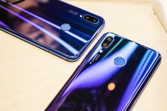 Đánh giá Huawei nova 3i: Mặt lưng óng ánh, 4 camera AI xóa phông ảo diệu - 1
