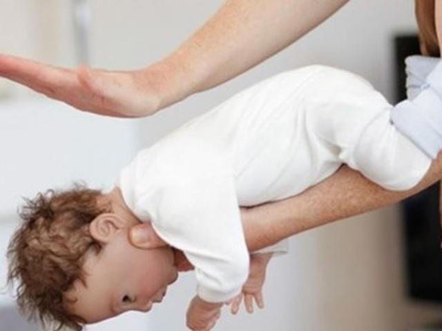 Cha mẹ biết kỹ thuật này sẽ cứu sống được con khi trẻ bị hóc