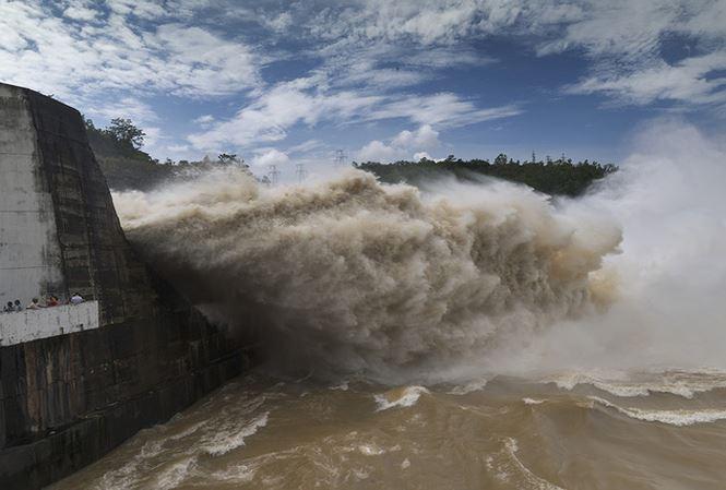 Thủy điện Hòa Bình, Sơn La, Tuyên Quang đồng loạt xả lũ do mưa lớn - 1