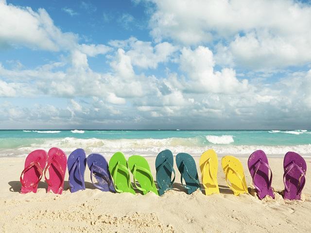 Bạn có biết 5 kiểu giày chuyên dùng ra biển? - 1