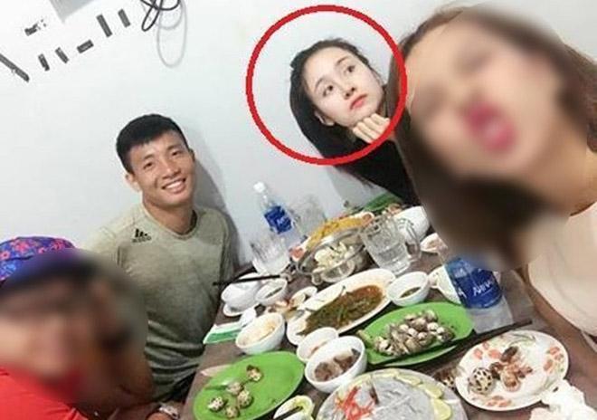 """Tiến Dũng U23 là chàng """"soái ca"""" bí mật trong tự truyện của Bà Tưng? - 1"""