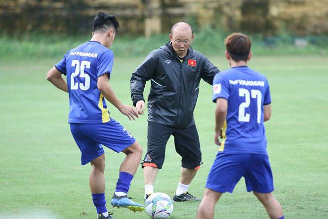 U23 VN đấu U23 Uzbekistan: Văn Hậu miệt mài tập luyện, mơ tái hiện siêu phẩm - 1