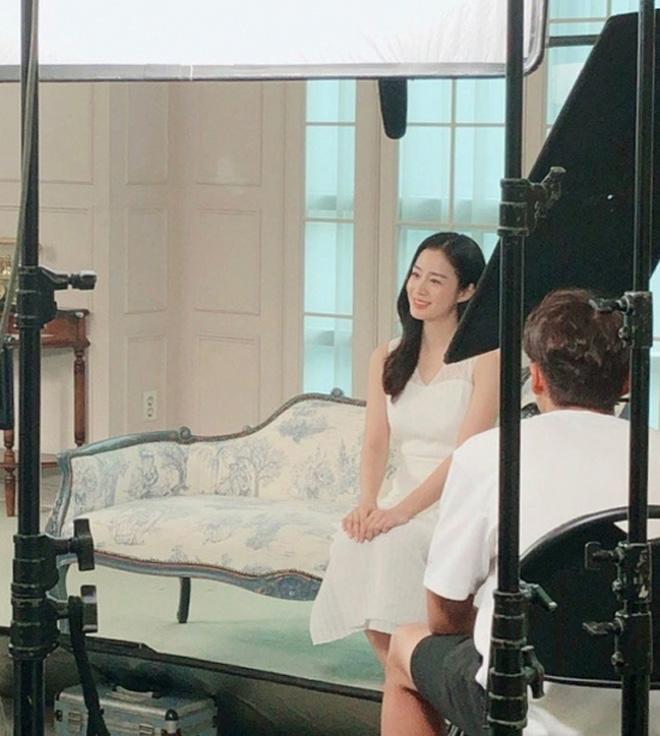 Kim Tae Hee đổi khác bất ngờ sau 1 năm sinh con cho chồng trẻ - 1