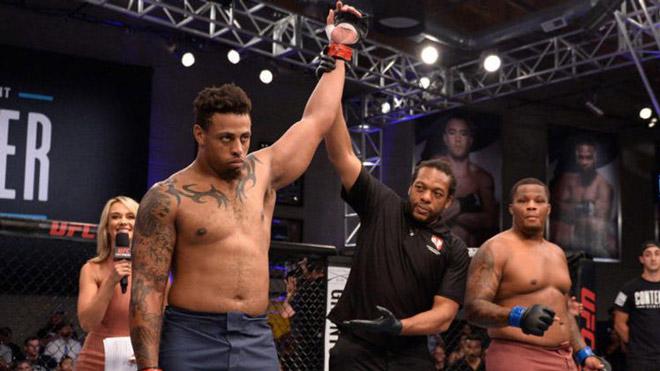 Choáng váng: VĐV bóng bầu dục lên sàn UFC 74 giây hạ 2 cao thủ 100kg - 1