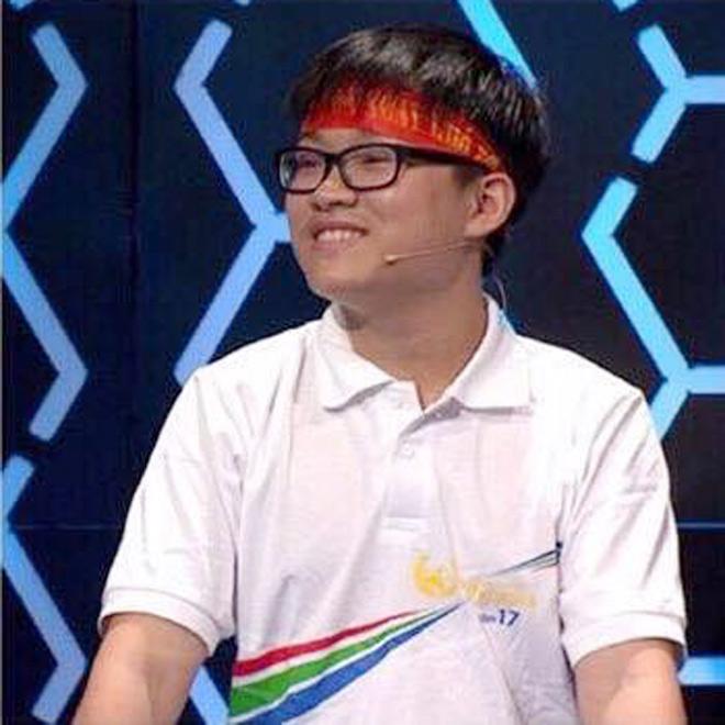 Nam sinh Olympia đạt điểm 10 môn Toán, đỗ thủ khoa Đại học Dược Hà Nội - 1