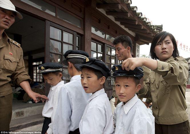 Điện ảnh của đất nước bí ẩn Triều Tiên được hé lộ qua loạt ảnh hiếm thấy - 1