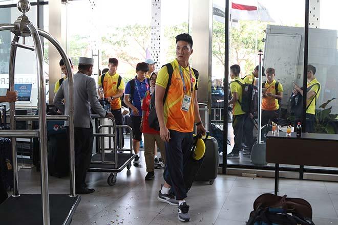 U23 Việt Nam gây sốt ở Indonesia: Văn Hoàng bị vây vì quá… đẹp trai - 1