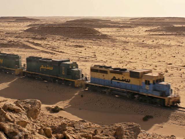 Hành trình vượt sa mạc của đoàn tàu 3.000m dài nhất thế giới