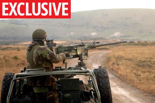 Phát đạn súng máy ghê hồn làm đứt rời cánh tay chỉ huy IS cách 2,4km - 1